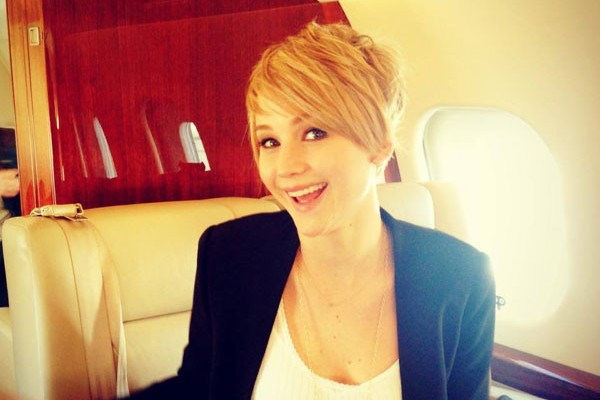 Jennifer Lawrence has which MARRIED man? (answer below – love her new hair cut)