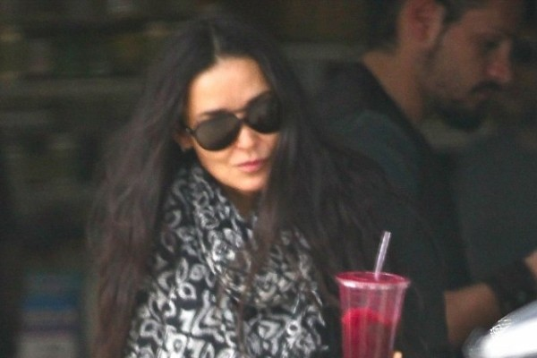Demi Moore Flashes Her Hairy Legs (click for a peek)