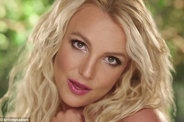 Britney Spears LOVES her gays!