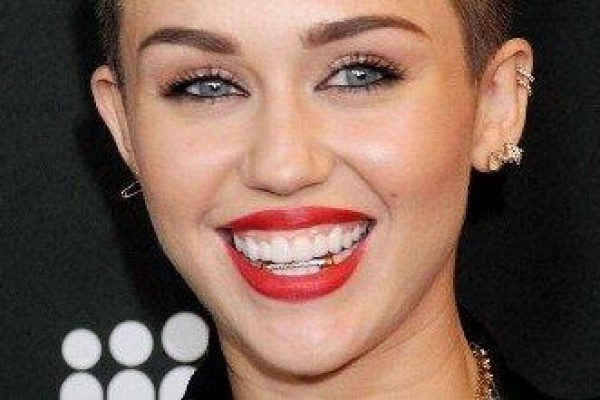 You'll Never Believe Who Miley Was Just Spotted Kissing!!!