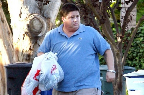 Chaz Bono is unrecognizable (half the man he once was!)