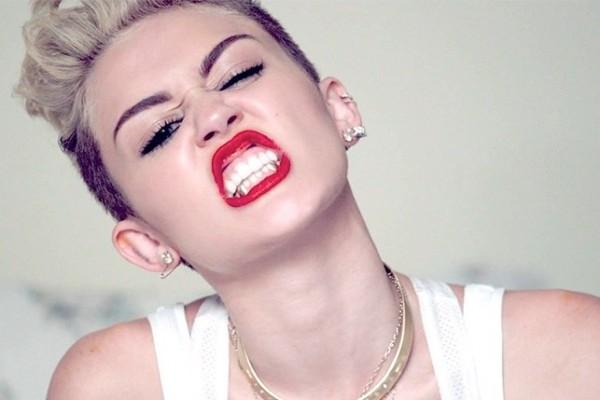 Miley Cyrus breaks down in tears onstage, post-split!
