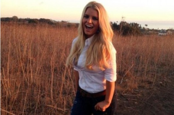"""""""I'm back in a swimsuit!"""" Jessica Simpson teases fans with a sneak peek"""