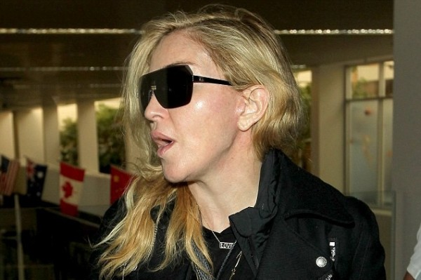 Make up free Madonna, 55, shows off her unbelievably tight face!