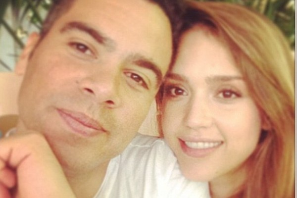 Jessica Alba's husband is also her ASSISTANT! Ouch