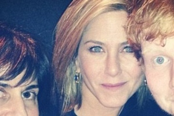 Jennifer Aniston spends Thanksgiving with WHO? (it's not her boyfriend)