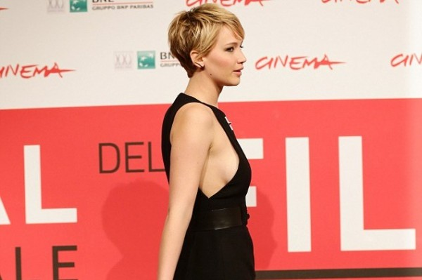 Jennifer Lawrence flashes some serious sideboob at the Hunger Game Premiere