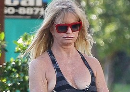 Goldie Hawn duck lips are amazing (only celeb who's plastic surgery I enjoy)