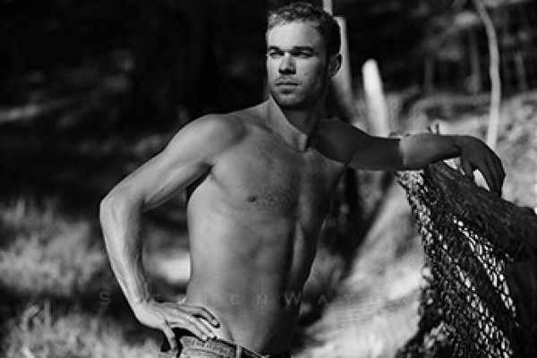 The Brad Pitt of Track and Field Totally NAKED! (hello, Nick Symmonds)