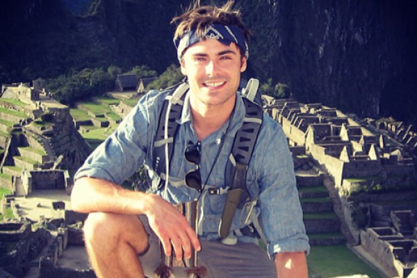 Even With A Broken Jaw Zac Efron Looks Amazing (and it didn't stop him from going to the gym!)