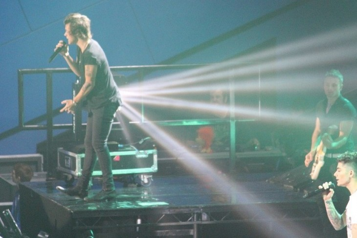 Harry Styles Has Rays Of Light Coming Out Of His Bottom (best picture of the day)