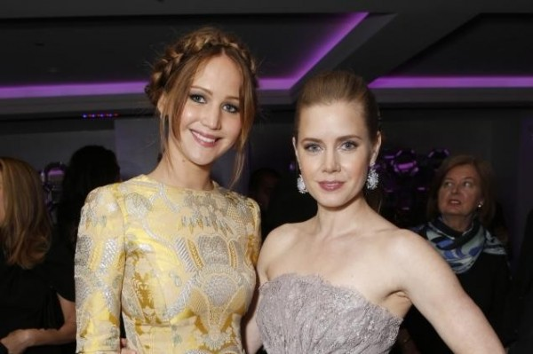 Amy Adams and Jennifer Lawrence kiss! (bless them)