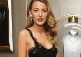 Blake Lively shows a lot of skin! (she will get a chill)