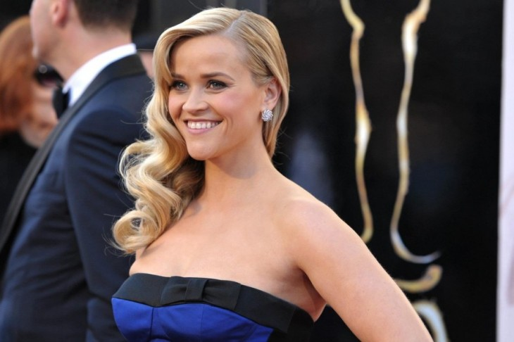 Reese Witherspoon Cuts Her Hair (someone call 911)