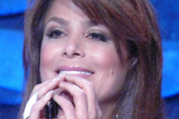 Paula Abdul sues tanning salon, claiming they 'burned my thigh' -OUCH