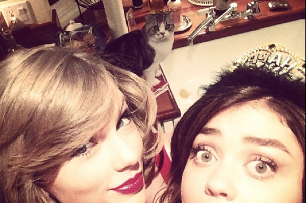 Taylor Swift's CAT Pulls Off The Best Photobomb Ever!