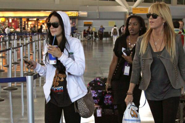 Lindsay Lohan's Computer Stolen At Airport, Actress Offers Reward For JACKPOT!