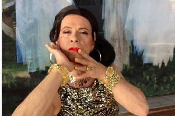 Guess who this male celebrity in DRAG is? (clue: it is not Bruce Jenner)