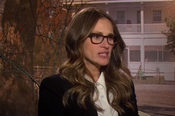 Julia Roberts Thinks You Tweet From a Pager – Sorry, Sandra. I think I love Julia again!