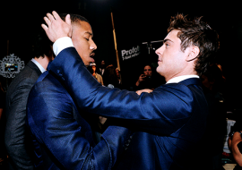 See Zac Efron and Michael B. Jordan have a bromance at People's Choice Awards